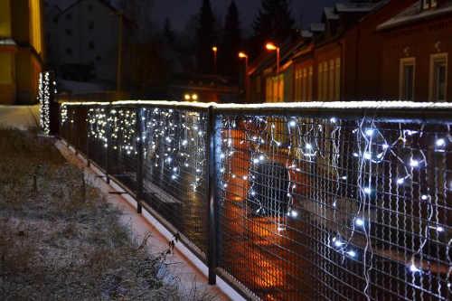 Vianočná svetelná reťaz na výzdobu plota